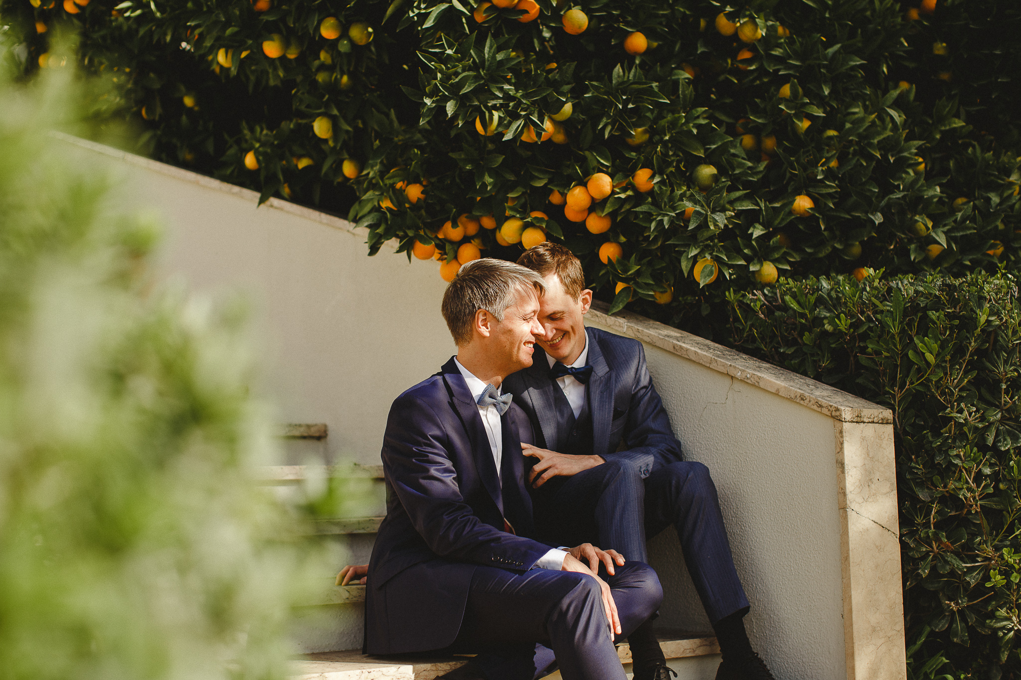 A couple smiles during their photo shoot in the Norwegian Embassy in Lisbon after their elopement.