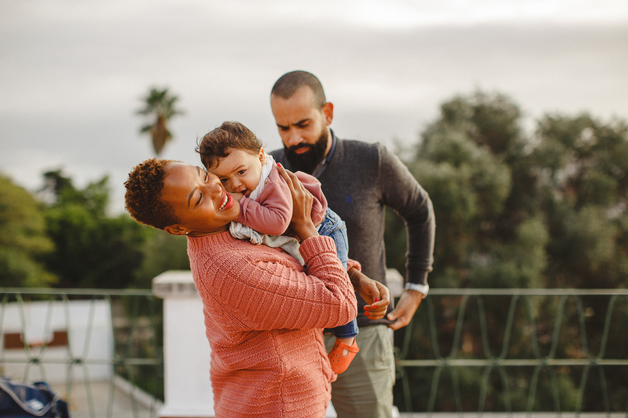 Mom holding her daughter smiling during a family shoot in Lisbon with Hello Twiggs.